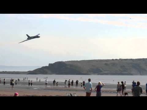 Vulcan Bomber stuns beach-goers with a low fly by.