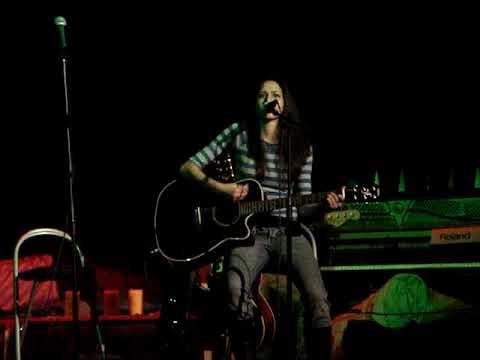Love Struck A Chord/Lovestruck Girl 2005 concert - YouTube