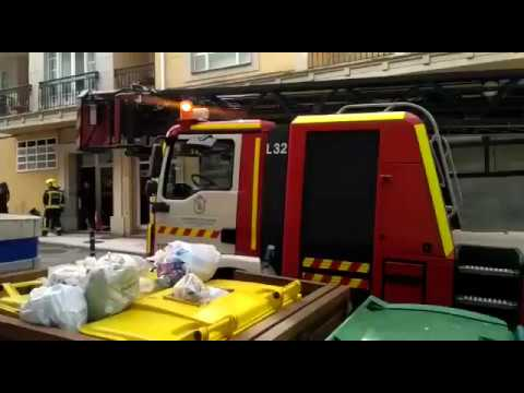 Los Bomberos intervienen en un incendio en un piso de Foz