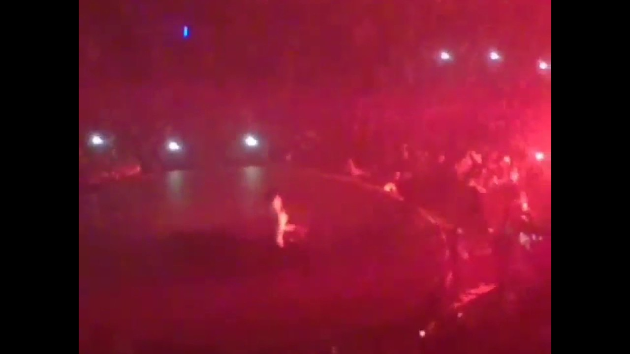 3596a06aad5e TRAVIS SCOTT FALLS DOWN AT DRAKE BOY MEETS WORLD TOUR LONDON - YouTube
