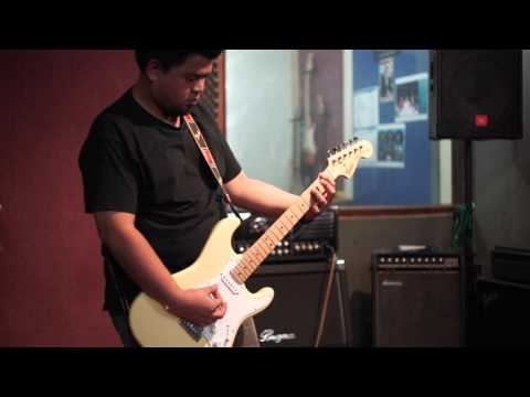 Fender Stratocaster in B tuning