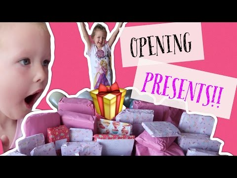 Thumbnail: ISLAS 5th BIRTHDAY OPENING PRESENTS | PART 1