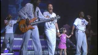 Nia on Stage with Earth Wind and Fire Part 2 of 4 March 2007