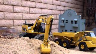 wedico cat 345D loading a cat 740 dumptruck  in garden city