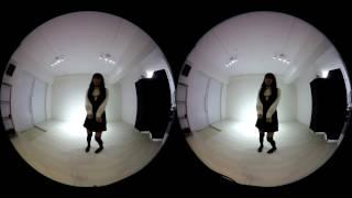 【VR動画】ローアングルからコスプレイヤーを覗けちゃう!? 3D