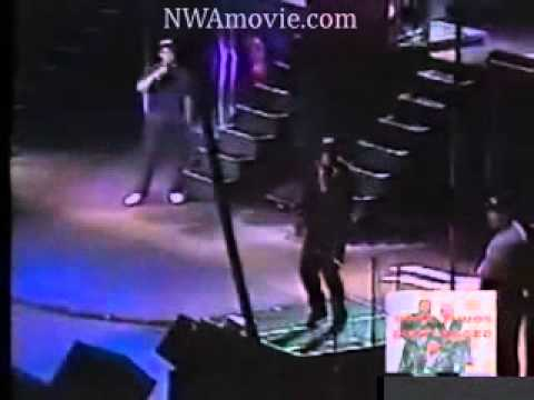 N.W.A.  Straight Outta Compton  (Live 1989 )