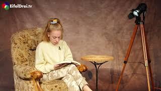 """Unsere Vorleserin Jeannine Peters liest bei uns aus dem Buch """"Der Erdbeerpflücker"""" von Monika Feth."""