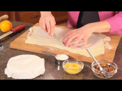 HEIRLOOM RECIPE Brie In Puff Pastry With Cranberry Sauce