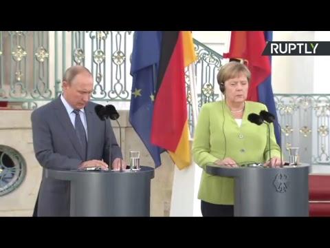 Vladimir Poutine et Angela Merkel s'expriment devant la presse à Berlin