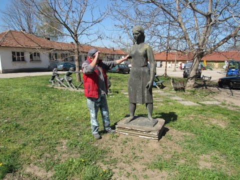 Захвърлена скулптура от