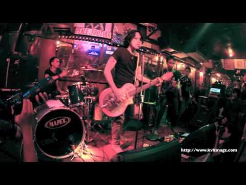The Experience Brothers feat Adrian Adioetomo ( Live @ Jaya Pub )