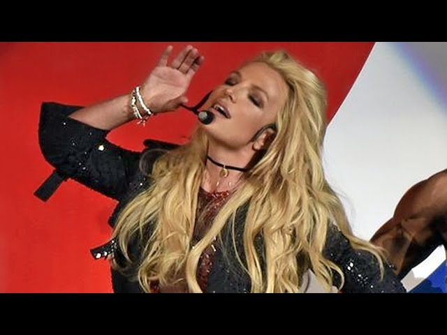 Britney Spears - FULL B96 Jingle Bash Show (Live From Chicago, IL) - YouTube