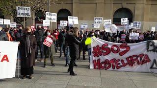 """Concentración de hosteleros en Navarra para pedir el """"rescate"""" del sector"""