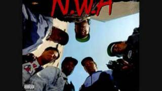 Gangsta Gangsta nwa Lyrics