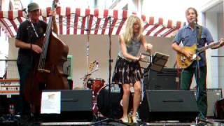 "Elizabeth Cook - Clogging/Tim Carroll/Bones Hillman singing ""The TGV"""
