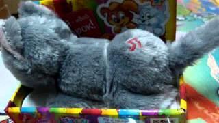 Видео обзор детская игрушка - Кот двигает головой и хвостом (kidtoy.in.ua)(Кот, звук, двигает головой и хвостом, серый, на батарейке Длина: 14.0 см. Ширина: 8.5 см. Высота: 8.0 см. Заказать:..., 2014-12-11T20:17:26.000Z)