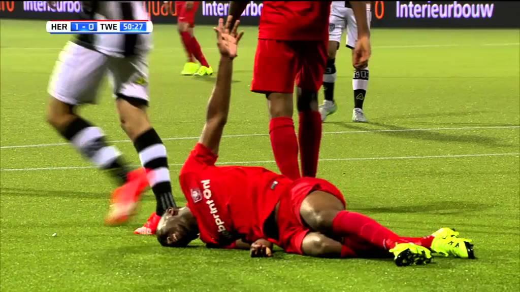Heracles Almelo - FC Twente 2-0 | 29-08-2015 | Samenvatting