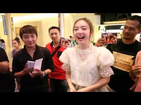 [2/5] Jannina W. trying to say Indonesian [Saya cinta kalian = I love you] @ Songkran Day