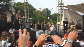 Gambar cover A Skylit Drive-Love The Way You Lie LIVE IN MANILA