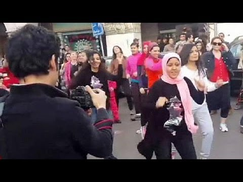 Egypt: women flash mob to protest - no comment