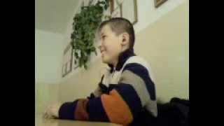 Ученик танцует на истории Казахстана