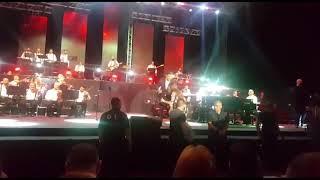 بالفيديو-لحظتان تعرض فيهما وائل كفوري للسرقة على المسرح