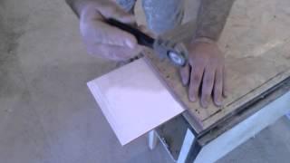 видео Как резать плитку стеклорезом