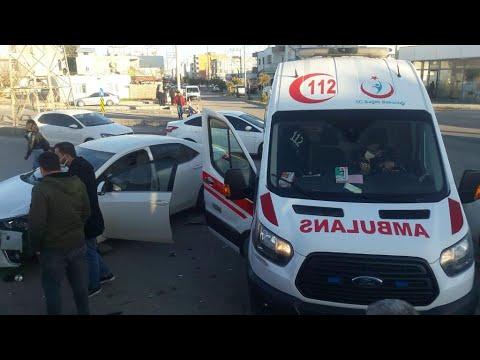 Adıyaman'da otomobiller çarpıştı: 2 kişi yaralandı