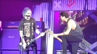 Michael Clifford forgets lyrics in Good Girls | Copenhagen 12.5.15