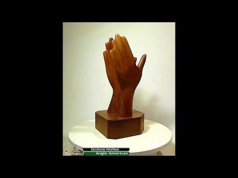 Esculturas en madera HolzHaus - Manos Anglo American