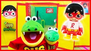 I HAVE MY OWN BABY GUS THE GUMMY GATOR TOY ! Ryan's World Toys + Box Fort House