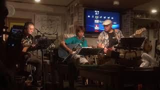 リードギター:谷原さん ベース:山ちゃん ドラム:川嶋さん.