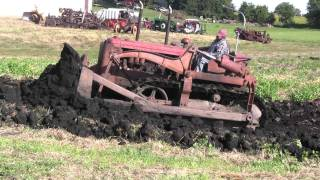 Repeat youtube video 1947 IH TD 18  DOZER STILL DOES THE HEAVY WORK.