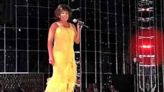 Watch Shirley Bassey It Must Be Him video