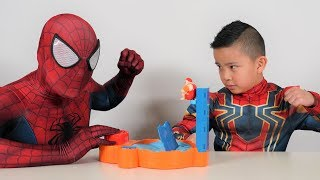 Spider-Man Vs Iron Spider Hot Tub High Dive Fun Game With CKN Toys