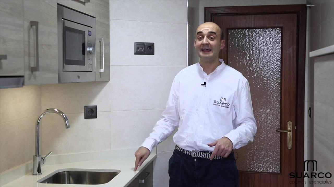 Cocina peque a moderna blanca antes y despu s de la - Reforma cocina pequena ...
