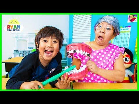Ryan Pretend Play School Learn how to brush Teeth!!! - Видео приколы ржачные до слез