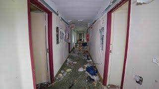 Explore - Abandoned Airport Motel (Homeless Hideaway)