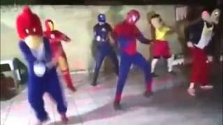 Spiderman bailando 24 horas por día