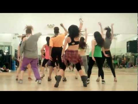 Francesca Maria's Zumba version of Don Omar's Hasta Abajo (reggaeton)