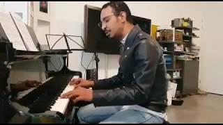 #طه_سليمان يعزف و يغني اغنية    قالو لي مسافر   