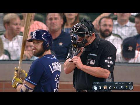 TB@HOU: Kellogg takes a foul ball off his mask