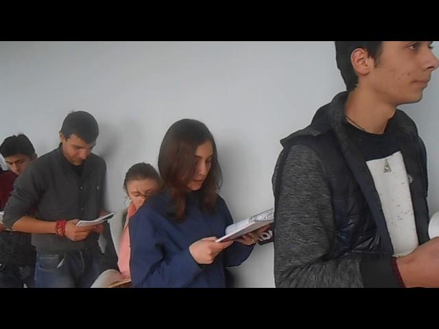 Изображение предпросмотра прочтения – «Аспиндзская публичная школа 10 б класс» читает произведение «Что такое хорошо и что такое плохо» В.В.Маяковского