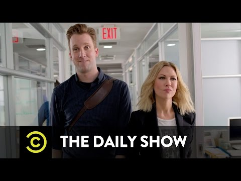 Jordan Klepper vs. Desi Lydic Drag Race: The Daily