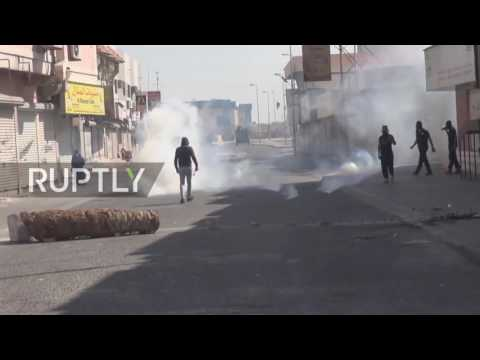 Bahrain: Police fire tear gas at protesters heading for Pearl Roundabout