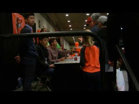 Hyun-soo Kim and Kevin Gausman Signing Autographs at 2017 Orioles FanFest!