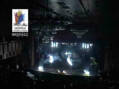Interiérovy ohňostroj od Pyro-Jiva na maturitním plese
