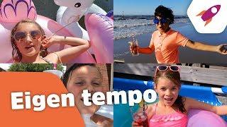 Eigen tempo (Officiële songtekstvideo) - Kinderen voor Kinderen