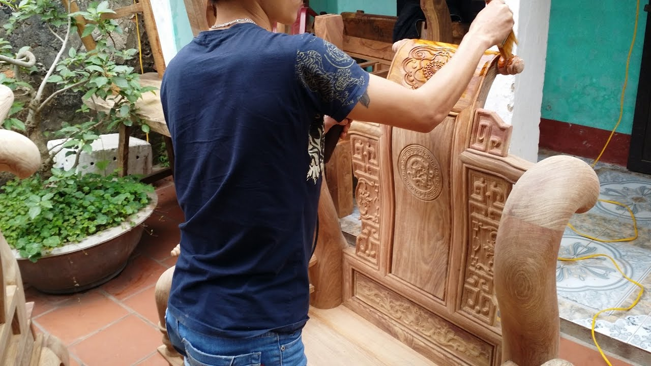 Kết quả hình ảnh cho đánh vecni gỗ