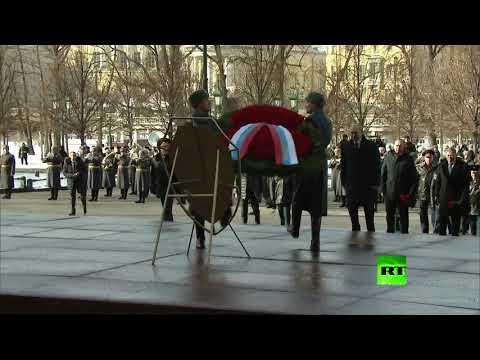 بوتين يضع إكليلا من الزهورعلى قبر الجندي المجهول بمناسبة  يوم حماة الوطن  - نشر قبل 7 ساعة